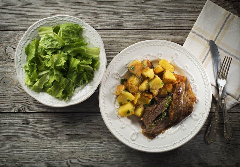 Carne y patatas fotografía de archivo libre de regalías