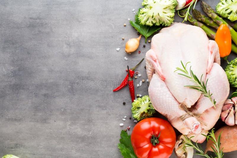 Carne y verduras frescas del pollo Endecha plana fotografía de archivo