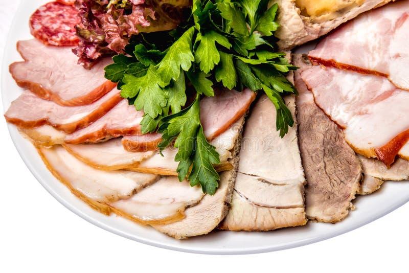 Carnes clasificadas de la tienda de delicatessen - jamón, salchicha, salami, Parma, prosciutto, tocino imagen de archivo