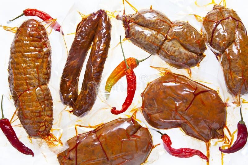 Carnes frías diversos tipos de salami seco: sopressata, chorizo, nd foto de archivo