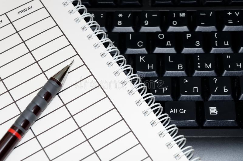 Carnet avec le programme et le stylo photo libre de droits