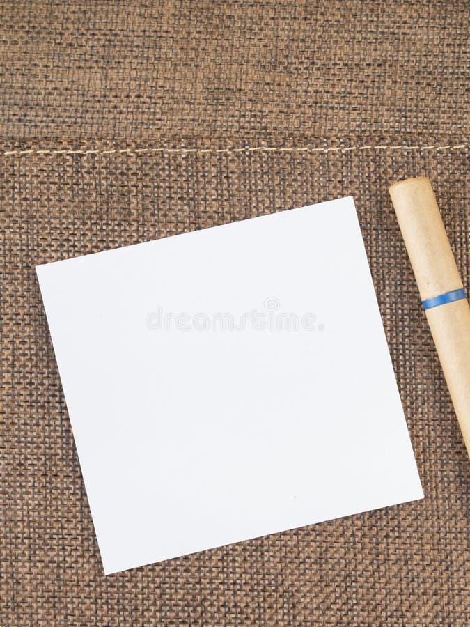 Carnet de blanc de vue supérieure au milieu photographie stock libre de droits