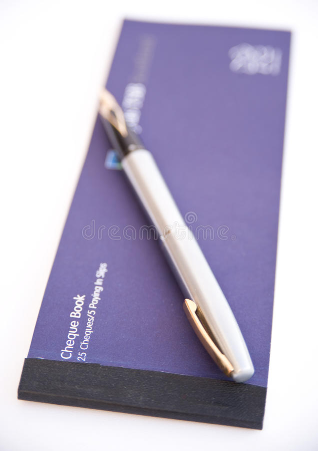 Carnet di assegni e penna. fotografia stock libera da diritti