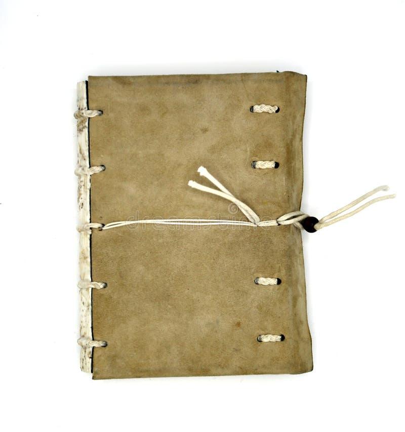 Carnet en cuir Handcrafted avec un système de fermeture de corde D'isolement sur le fond blanc photos stock