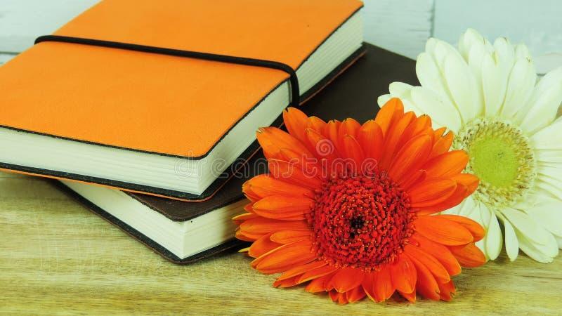 Carnets avec des fleurs photo libre de droits