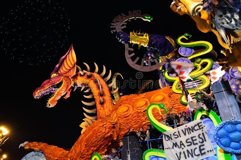 Carnevale di notte di Viareggio fotografia stock libera da diritti