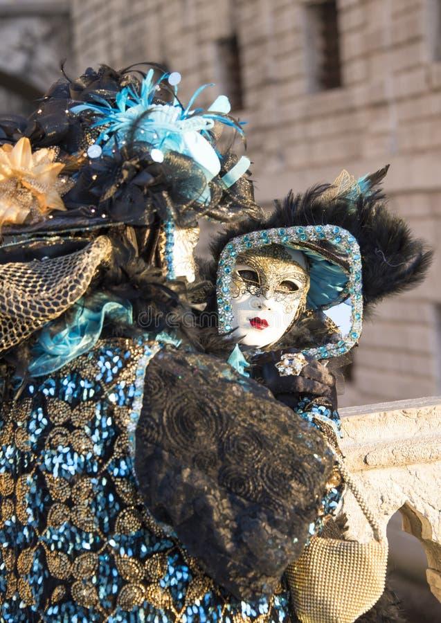 Carnevale di Venezia, Venedig karneval 2019, spegelspegel royaltyfria bilder