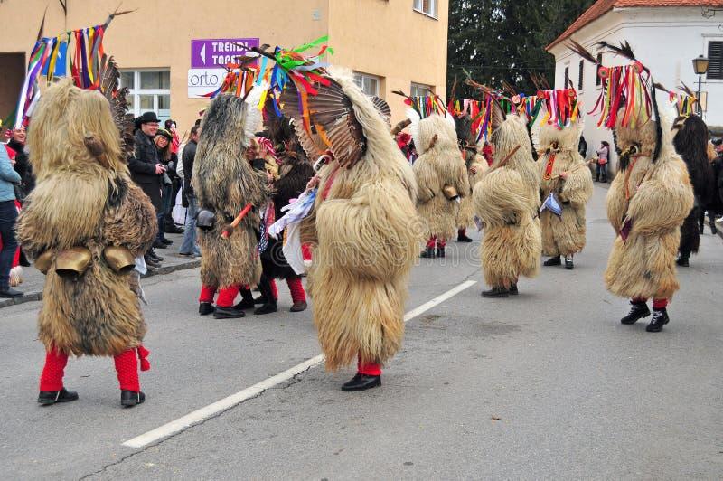 Carnevale tradizionale con le figure tradizionali, conosciute come kurent, fotografie stock libere da diritti