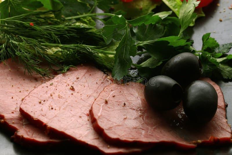 Carni ed olive affumicate fotografia stock libera da diritti