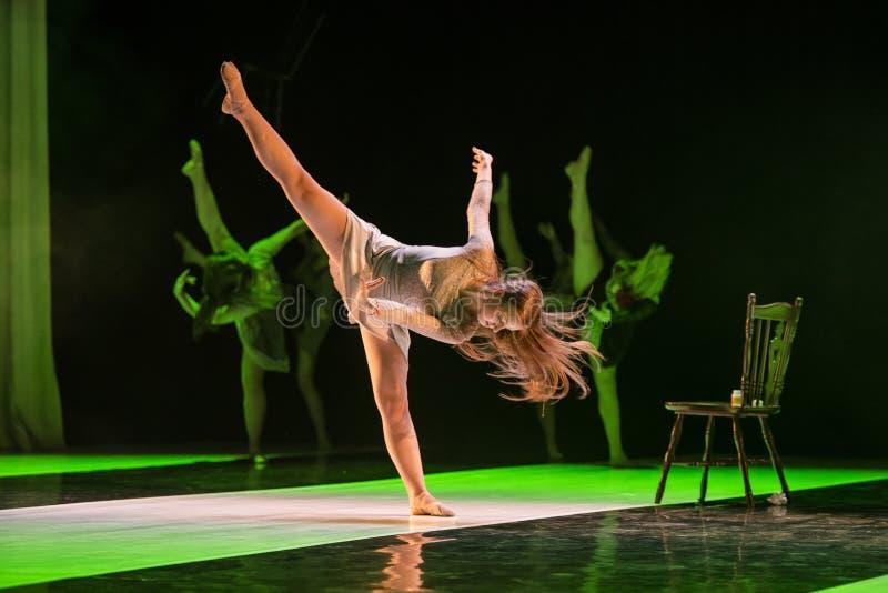 Download Caro舞蹈团的舞蹈家在阶段执行 编辑类照片. 图片 包括有 活动家, 艺术, 高雅, 服装, beauvoir - 30326706