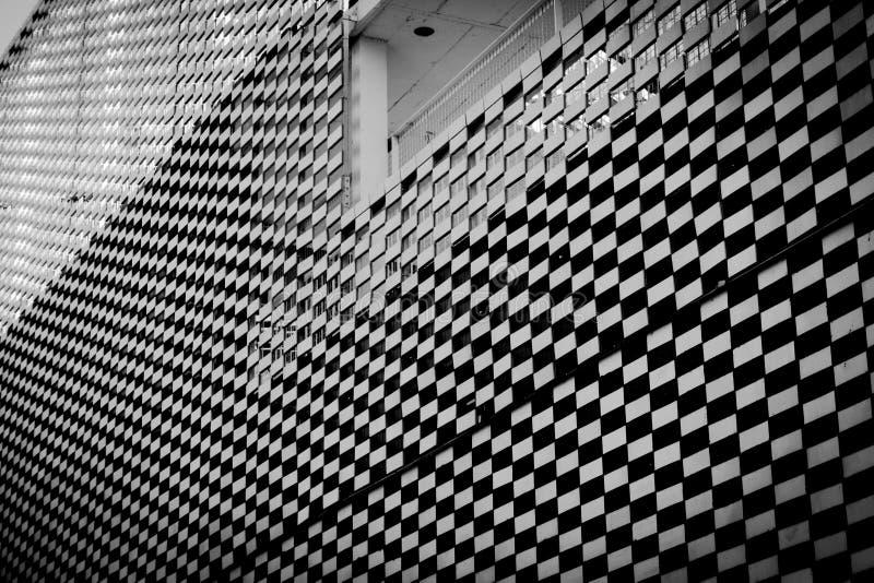 Caro wzoru buildung czarny i biały zdjęcia stock