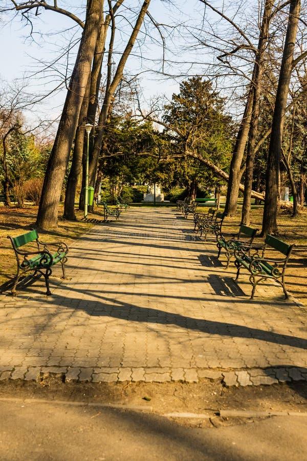 Carol Park en Bucarest, Rumania Callejón vacío imagen de archivo