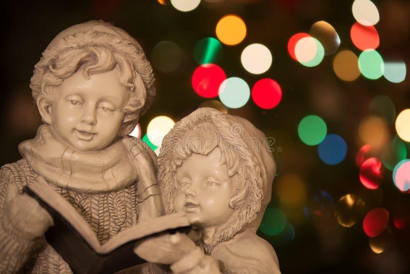 Carolers de la Navidad con las luces - horizontales imagen de archivo libre de regalías