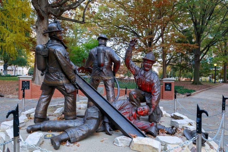 Carolina Fallen Firefighters Memorial norte na baixa de Raleigh fotos de stock royalty free