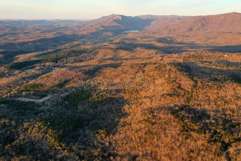 Carolina Foothills du sud hors de la ville à l'aube images libres de droits