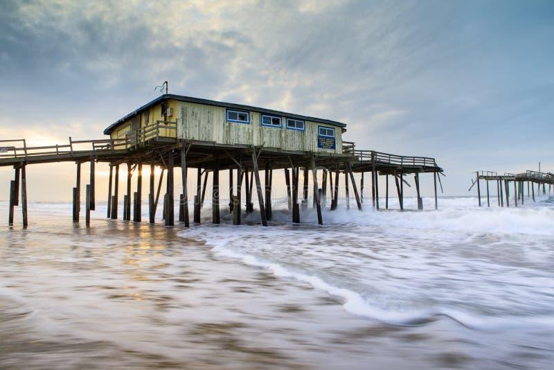 Carolina Frisco Abandoned Fishing Pier del norte fotos de archivo