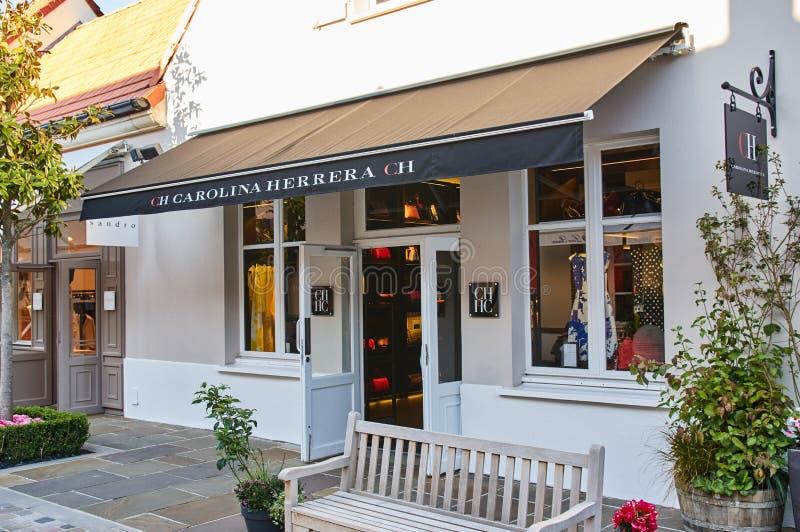 Carolina Herrera-boutique in het Dorp van La Vallee royalty-vrije stock fotografie