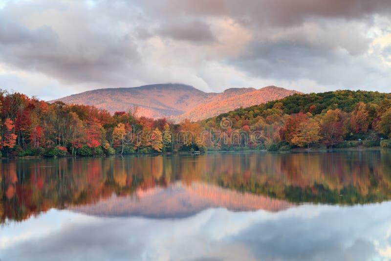Carolina Price Lake Autumn Blue del norte Ridge fotografía de archivo libre de regalías