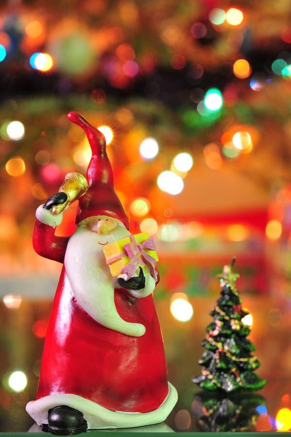 caroling的圣诞节去的圣诞老人 免版税库存图片