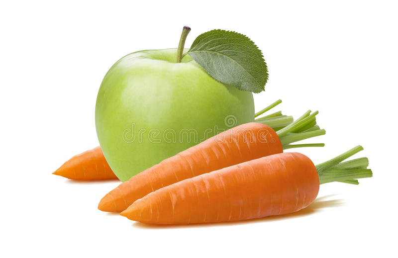 Carota fresca della mela verde isolata su fondo bianco fotografia stock