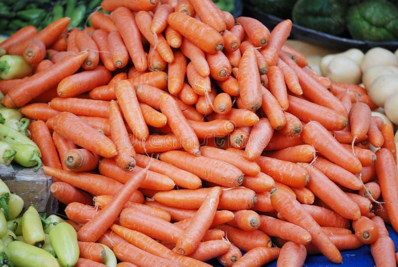 Carote nel mercato di verdure fotografia stock libera da diritti