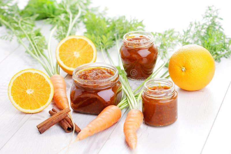 Carotte et confiture d'oranges photos stock