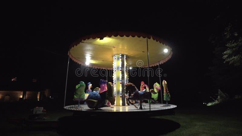 Carousel детей в парке стоковые изображения rf