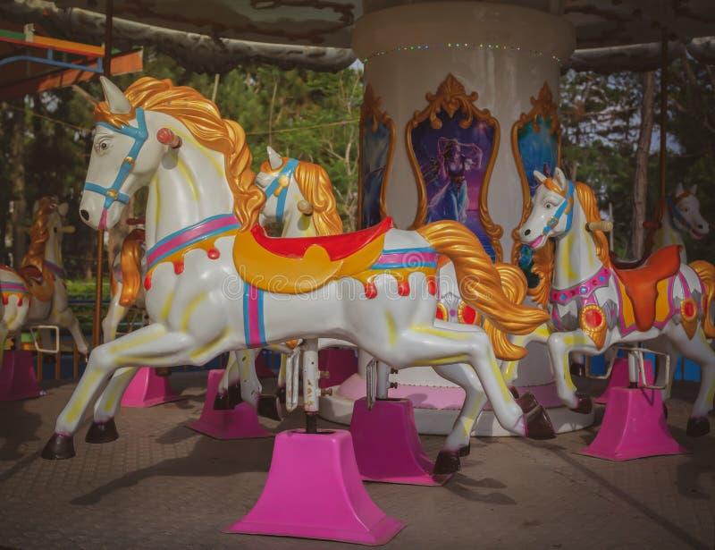 carousel bożych narodzeń koński ornamentu drzewo obraz royalty free