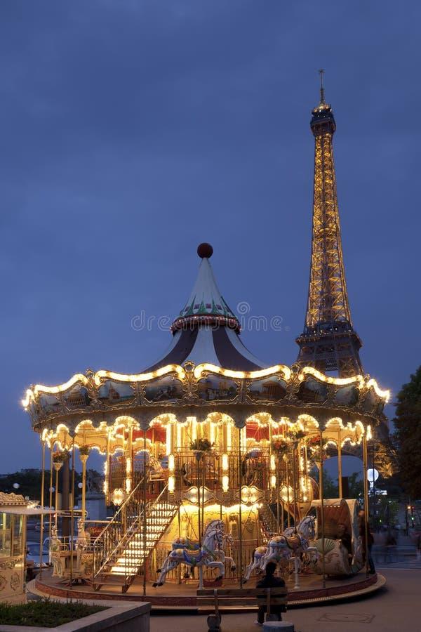 Carousel i Wieża Eifla obrazy royalty free