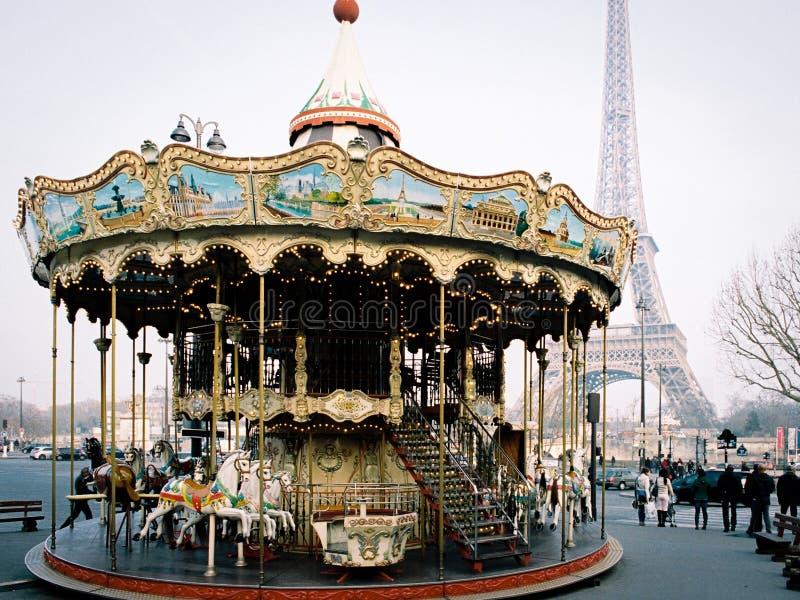 Carousel i wieża eifla w Paryż, Francja fotografia royalty free