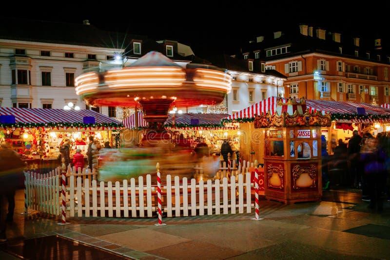 Carousel przy Bożenarodzeniowym rynkiem, Vipiteno, Bolzano, Trentino Altowy Adige, Włochy fotografia stock