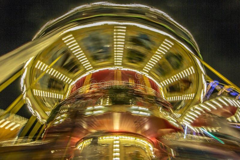 Carousel z jaskrawymi światłami różni kolory zdjęcia stock