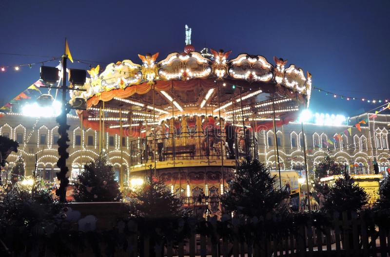 Caroussel de la Navidad en la Plaza Roja en centro histórico de la ciudad de Moscú fotografía de archivo