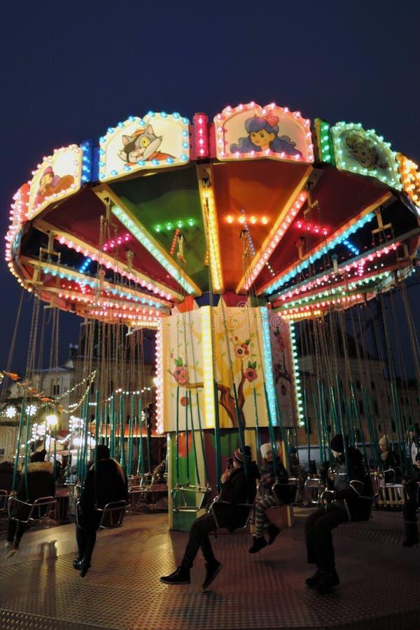 Caroussel de la Navidad en la Plaza Roja en centro histórico de la ciudad de Moscú fotos de archivo