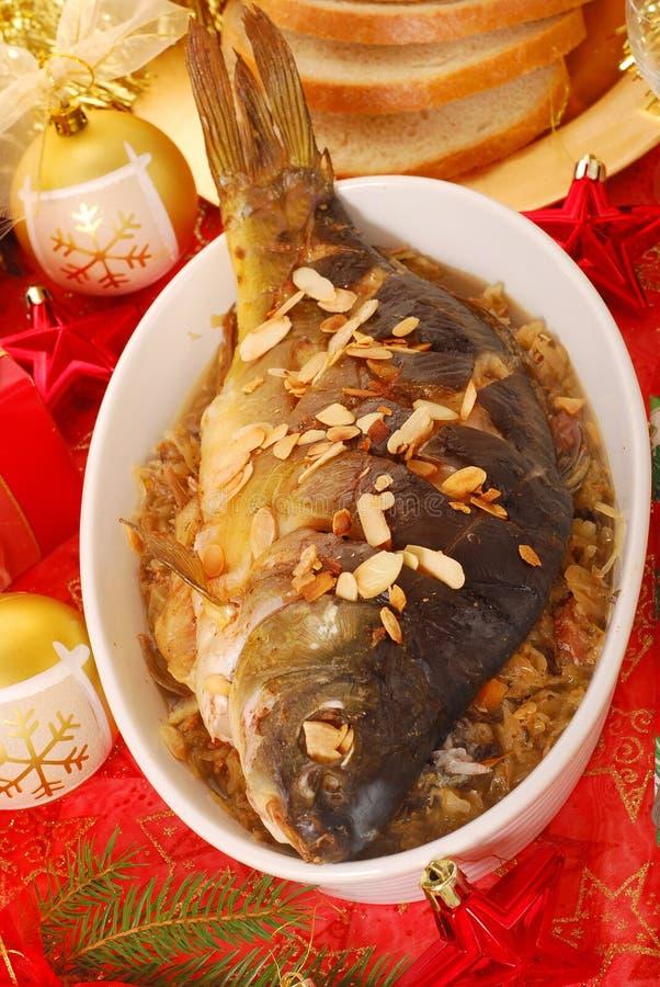Carpa cocida al horno con las almendras para la Navidad foto de archivo libre de regalías