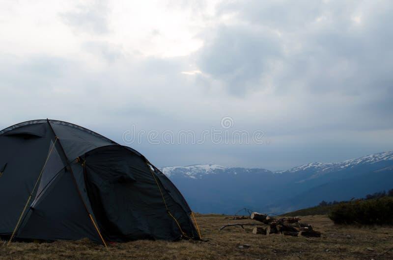 Carpathian berg kan aftonen royaltyfria bilder