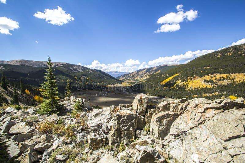 carpathian bergukraine dal royaltyfri fotografi