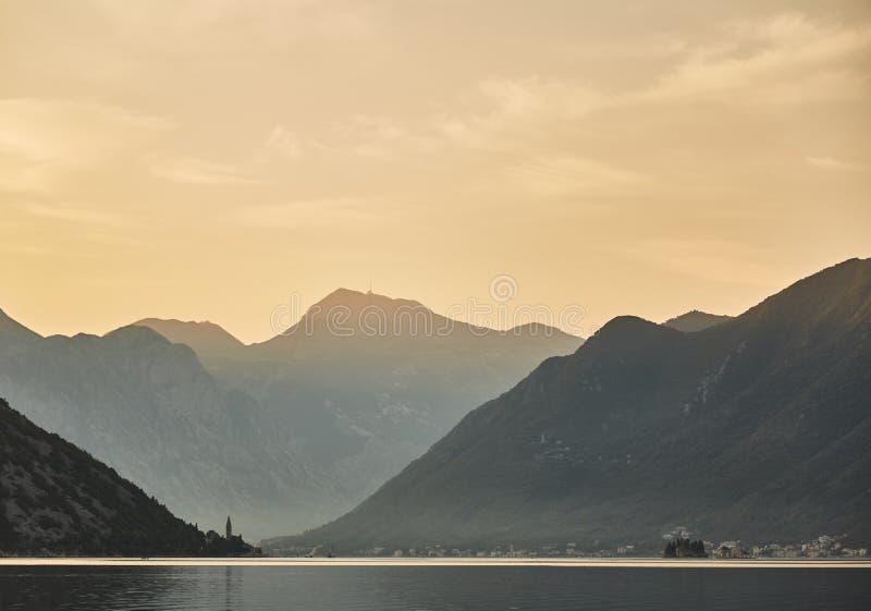 carpathians黎明山照片被采取的乌克兰语是 黑山 夏天 免版税库存图片