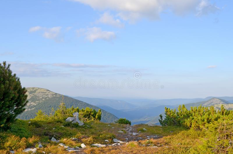 carpathians berg ukraine E arkivfoto