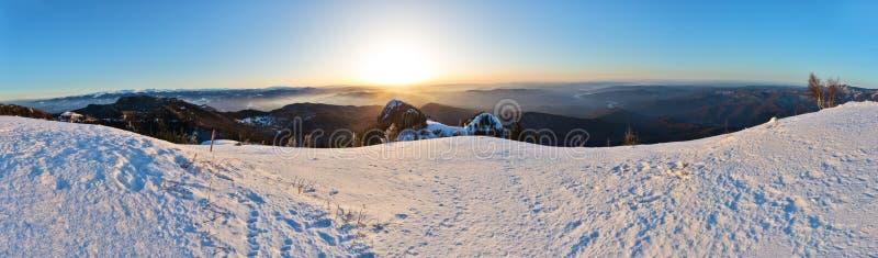 Carpathians panorama på soluppgång royaltyfri fotografi
