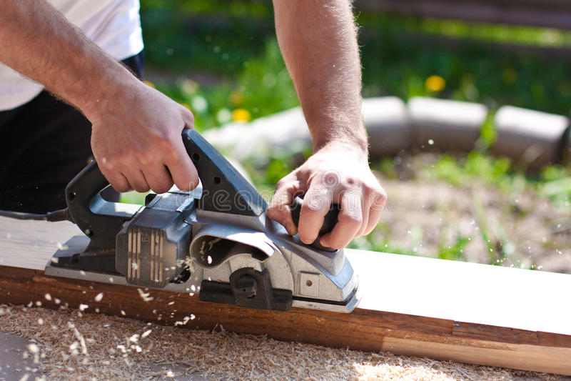 Download Carpentiere Con Gli Aerei Elettrici Immagine Stock - Immagine di taglio, uomo: 30826255