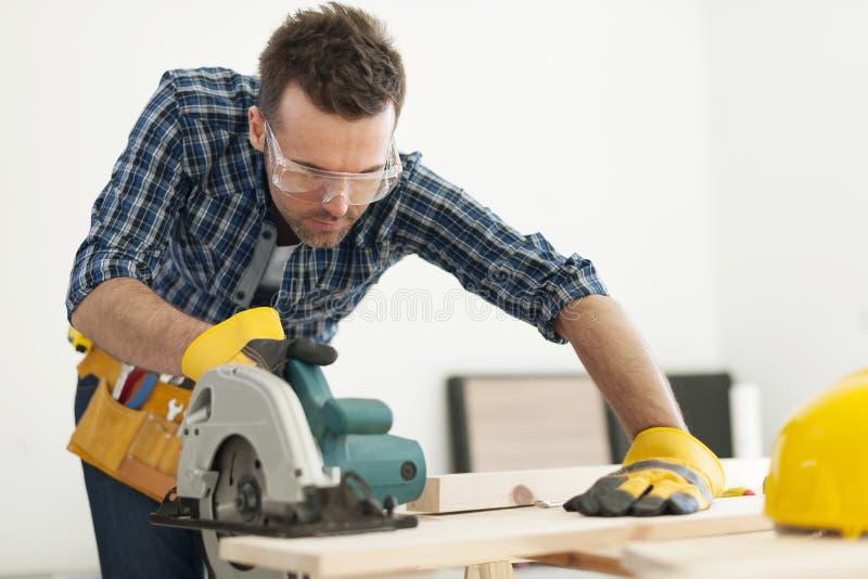 Carpentiere sul lavoro fotografie stock libere da diritti