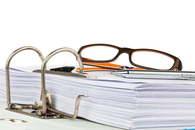 Carpeta de archivos con los documentos y los documentos imagenes de archivo