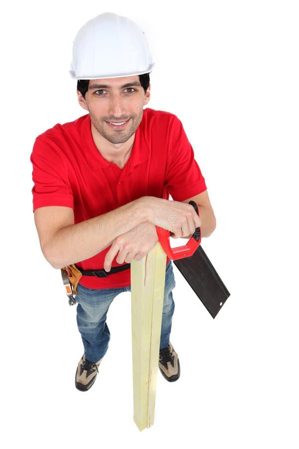 Carpinteiro com uma serra foto de stock royalty free