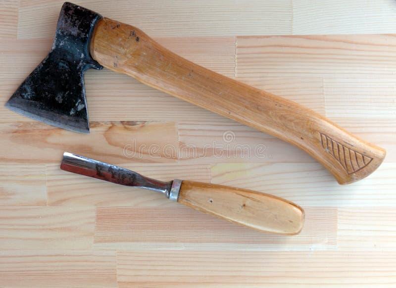 Carpinteiro Tools Axe e formão fotos de stock
