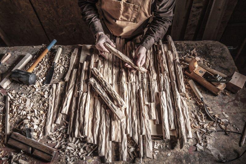 Carpinteiro In Workshop imagem de stock