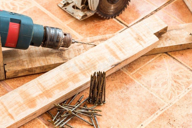 Carpintería y accesorios, madera para el trabajo de la decoración foto de archivo