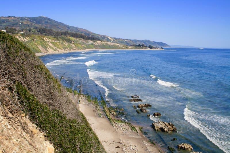 Carpinteria fa il bluff l'oceano Pacifico la California della linea costiera della prerogativa di natura immagini stock
