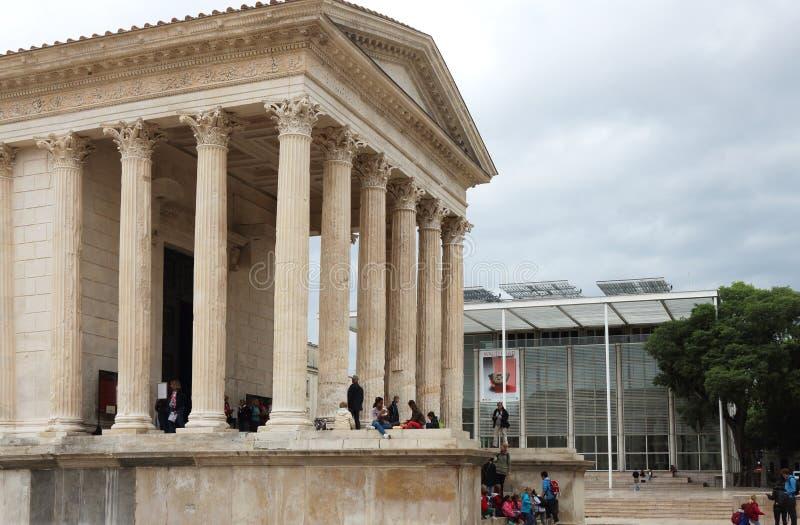 Carré d' 艺术和罗马寺庙, Nîmes,法国 免版税图库摄影