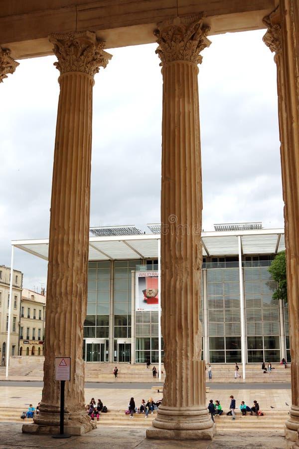 Carré d' ; Art et colonnes romaines dans Nîmes, France photo libre de droits